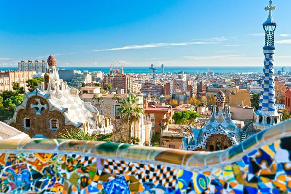 Guided visit park guell with transport to sagrada familia