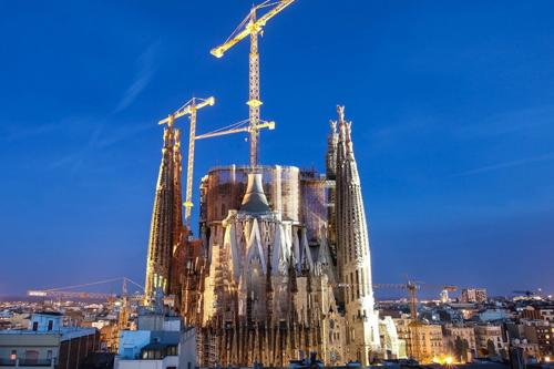 sagrada-familia-by-night